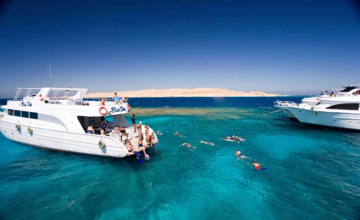 Hurghada: Private Boat Full-Day Snorkeling Trip with Lunch
