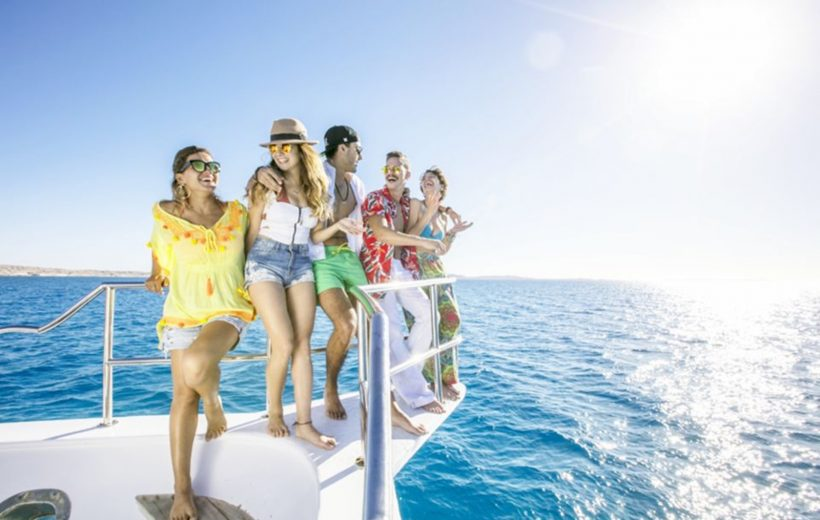 Makadi Bay: Giftun Island Snorkeling Luxury Boat Tour with Lunch and Drinks