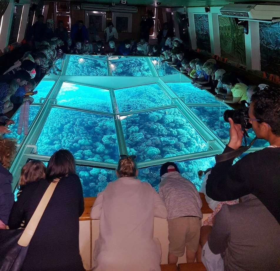 Glass Boat Hurghada Queen Isis