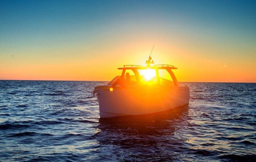 Hurghada: Private Sunset Speedboat & Snorkeling Trip