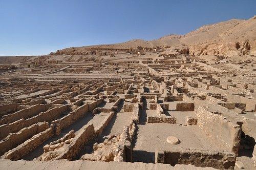 DEIR EL-MEDINA (VALLEY OF THE ARTISANS) Luxor