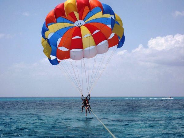 Hurghada: Super Extreme Tour Parasailing