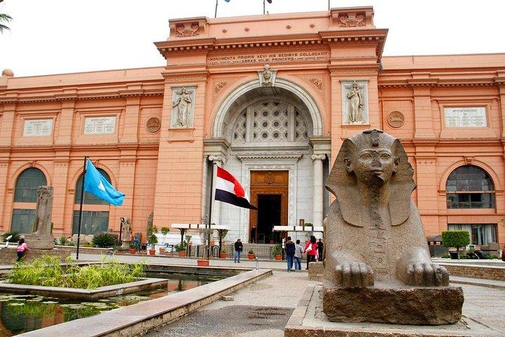 Cairo: Egyptian Museum, Pyramids & Bazaar Tour